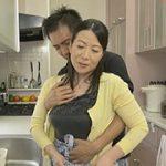 五十路おばさんの巨乳母と息子が性教育セックスで絡み合う禁断の熟女動画! 大石忍