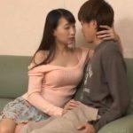 旦那とセックスレスだと隣に引越してきた童貞大学生に打ち明け欲求不満を解消する巨乳人妻 蓮実クレア
